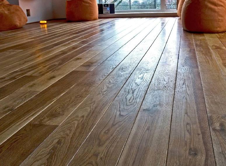 пол из дерева в интерьере
